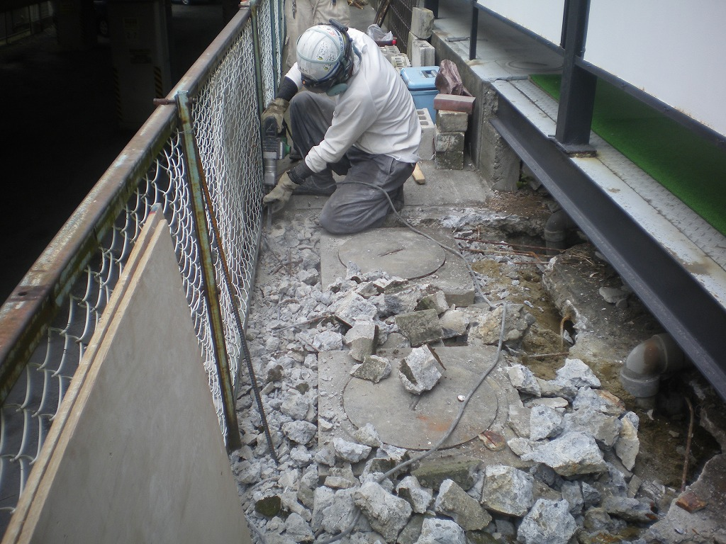 土間コンクリート解体状況